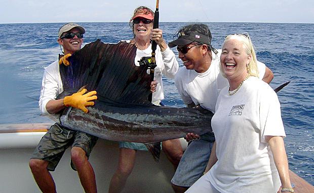 Tim, Coree, Rosey, and Julia con pez vela